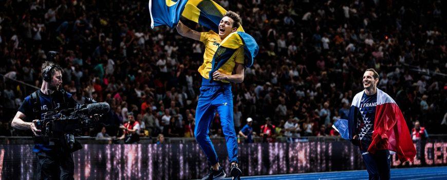 Berlin Deutschland 12 08 2018 Europameister Armand Duplantis Schweden jubelt neben Renaud Lavil