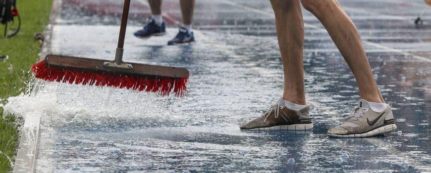 Soundtrack EAA Meeting in Tuebingen 22 06 2019 Helfer versuchen die Wassermassen zu beseitigen So