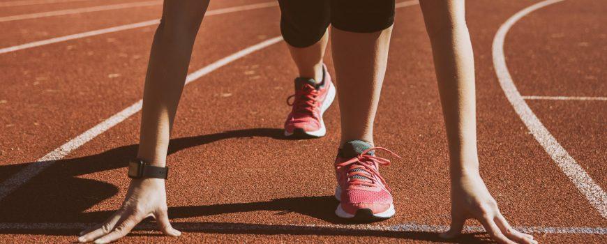 Athlete woman prepared on the running track Badajoz, EX, Spain ,model released, Symbolfoto PUBLICATIONxINxGERxSUIxAUTxON