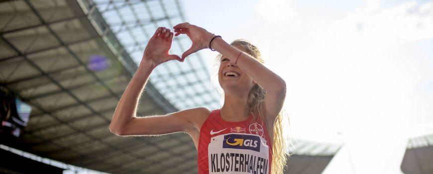 Jubel Siegerin Konstanze KLOSTERHALFEN TSV Bayer 04 Leverkusen 1 Platz macht ein Herz Gestik G