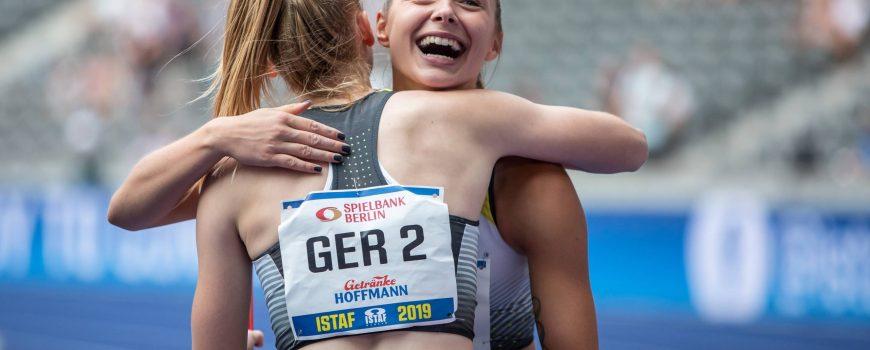 ISTAF 2019 Berlin 01 09 2019 Freuen sich gemeinsam Jessica Bianca Wessolly mit dem Ruecken zur