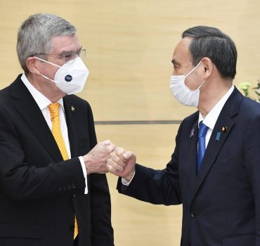 IOC chief Bach, Japan PM Suga Japanese Prime Minister Yoshihide Suga (R) and International Olympic Committee President
