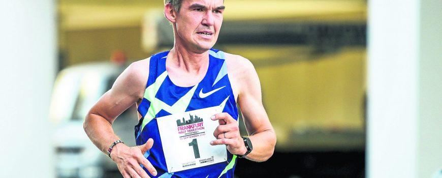 13.09.2020, xkaix, Leichtathletik, Frankfurt Half Marathon Invitational 2020 emspor, v.l. Arne Gabius (TherapieReha Bot
