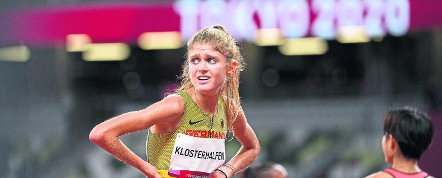 Konstanze KLOSTERHALFEN (Deutschland/ 8.Platz) erschoepft im Ziel. Leichtathletik, Finale 10000m der Frauen, Women s 10,